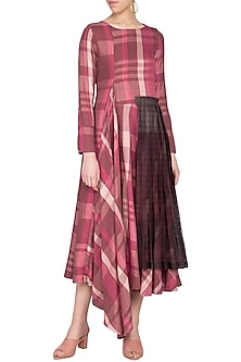 Pink checks jamdani dress by Tahweave