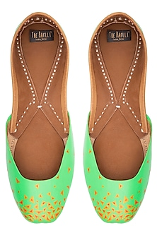 Mint green hand painted juttis by THE HAELLI