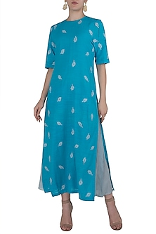 Turquoise Embroidered Kurta by Vaayu
