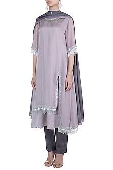 Light mauve embroidered kurta set by VASTRAA