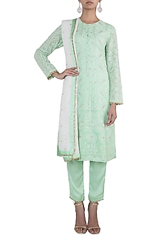 Green embroidered lucknowi kurta set by VASTRAA