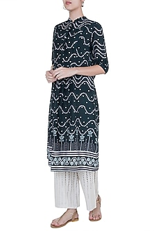 Black U-cut hem kurta by Varun Bahl Pret