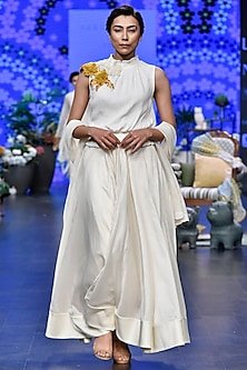Ivory Floral Lehenga Set by Varun Bahl