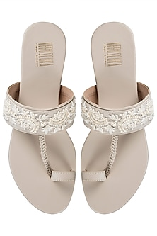 White And Beige Embroidered Kolhapuri Sandals by Veruschka By Payal Kothari