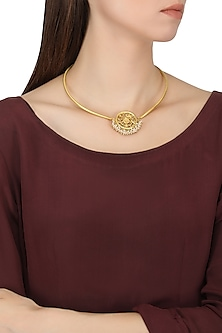 Gold plated filigree pearl hangings chocker necklace by Zariin