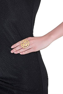 Gold plated animal silhouette amare ring