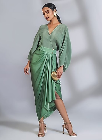 Revel the resort party in draped dress to make an ultra-chic statement. Complete your look with a sleek clutch and statement earrings. by Vacation Glam