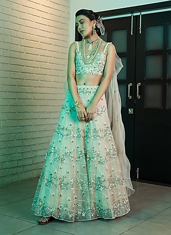Outshine everyone at the wedding gala adorning a dazzling white lehenga by Avigna. Complement your charm with heritage-inspired jewellery pieces by Starry Affairs