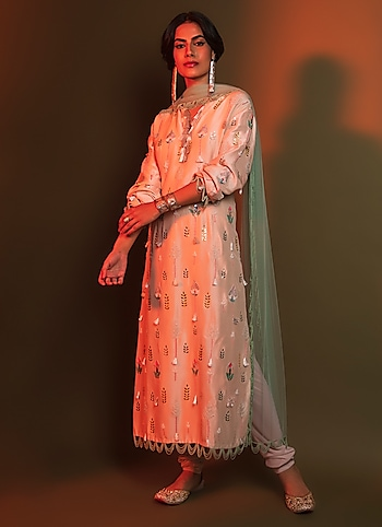 Ace designer makes a case for vintage-inspired look with this meticulously embellished long kurta and its relaxed fit. by OLD-WORLD DESI
