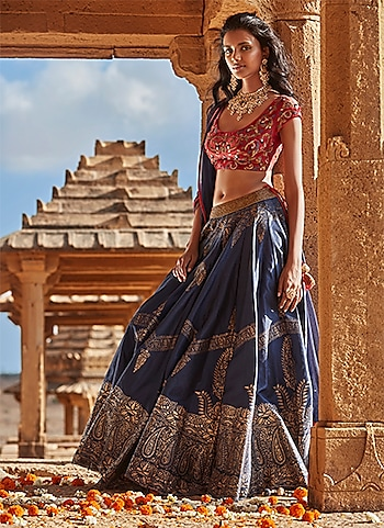 A culturally-enriched lehenga ensemble by Samant Chauhan paired with classic jewels by Riana Jewellery. The look is perfect for a bride-to-be to adorn for pre-wedding rituals. by THE TRADITIONAL BRIDE